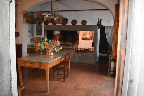 Secrets of Tuscany tour the old kitchen