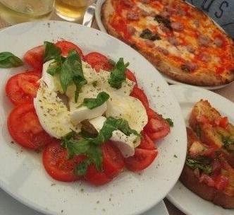caprese_and_pizza_in_amalfi-670584-edited.jpg