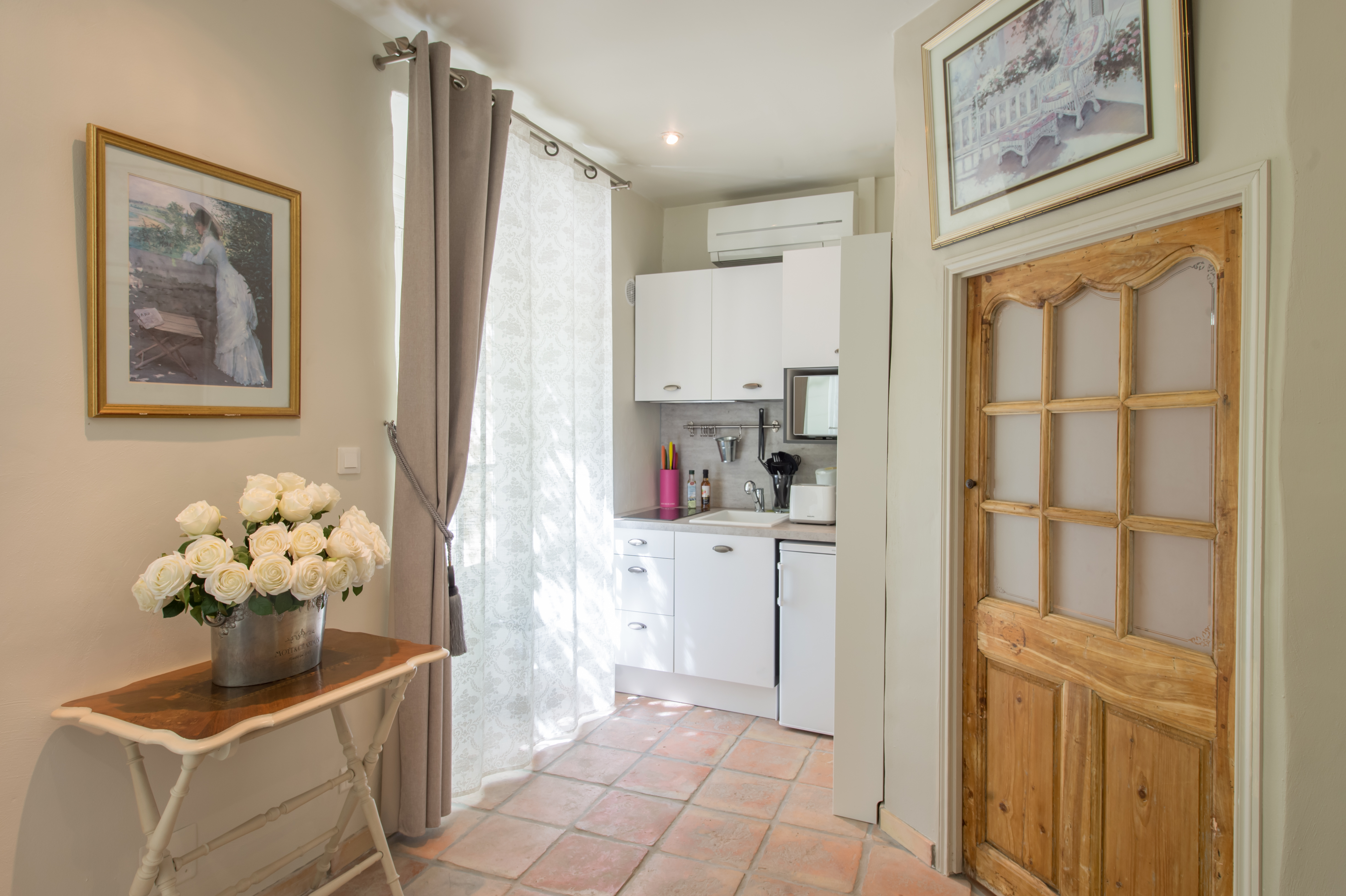 Romantic suite kitchen