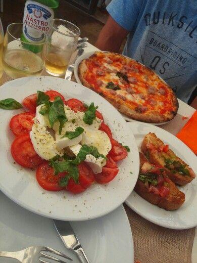 caprese_and_pizza_in_amalfi.jpg